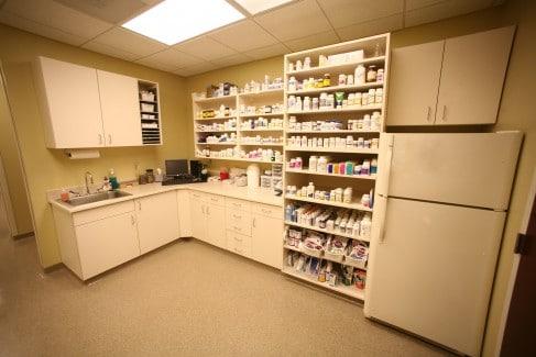Fairway-Animal-Hospital-Pharmacy1-Web-487x325
